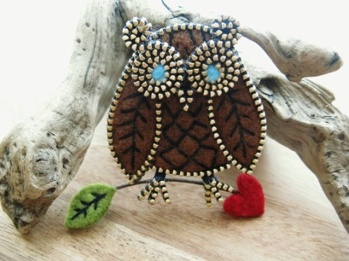 Brown felt and zipper owl brooch