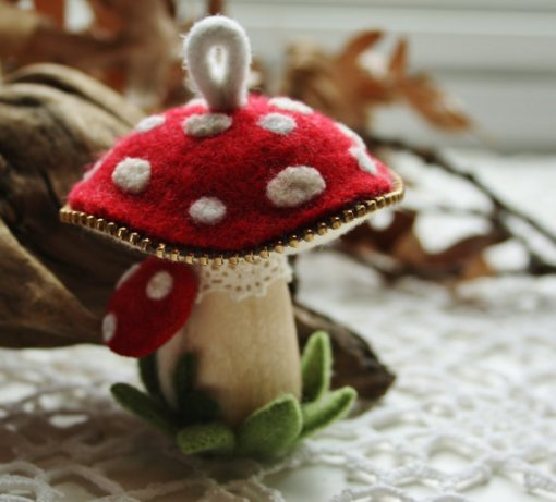 Felt and zipper mushroom pincushion or ornament 2