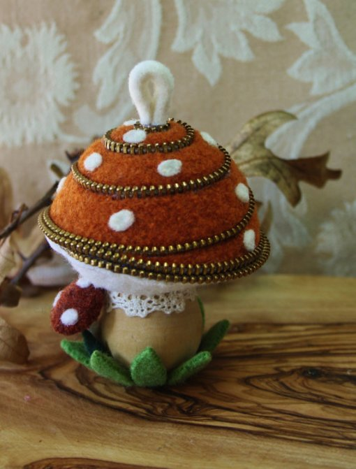 Felt and zipper mushroom pincushion or ornament