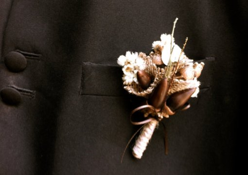 rustic wedding groom boutonniere lapel pin acorns forest wedding