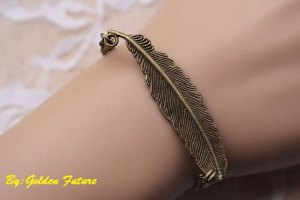 feather bracelt